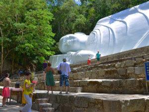 Буддийские храмы во Вьетнаме. Храм на горе Таку недалеко от курорта Муйне