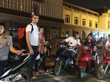 Англичанин, помогающий бездомным в Ханое: Кристофер Экс и Help Hanoi's Homeless