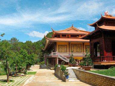 Храм Чук Лам в Далате