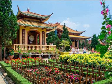 Монастырь (храм) Чук Лам в городе Далат