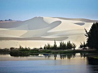 Белые дюны недалеко от Муйне. Вьетнам