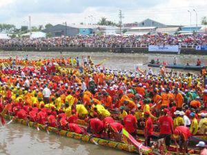 Фестивали и праздники во Вьетнаме: Фестиваль гонок на лодках на острове Кат Ба