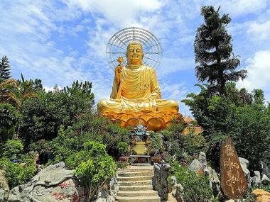 Экскурсия из Муйне в Далат. Пагода Сидящего будды