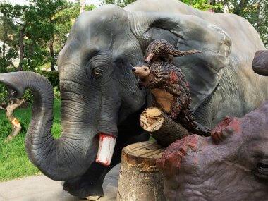 """Инсталляция против браконьерства в Сайгоне """"Стань их Бодхисаттвой"""""""