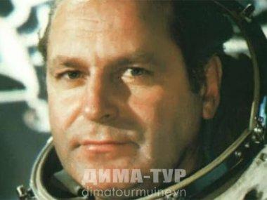 космонавт Герман Титов во Вьетнаме