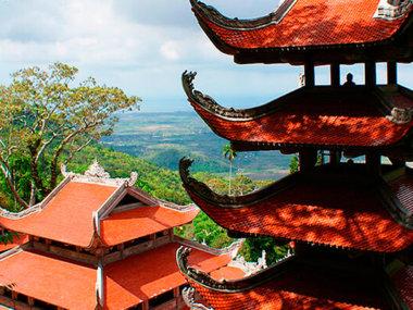 Экскурсия к лежачему будде на горе Таку. Храм на горе.