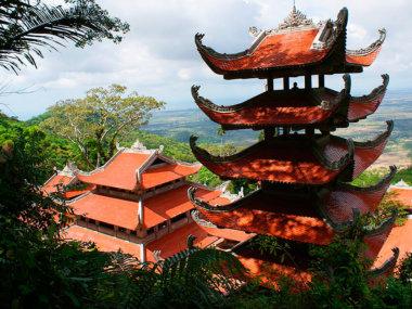 Лежачий будда во Вьетнаме. Пагода на горе Таку