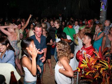 Ночные клубы у моря в Муйне