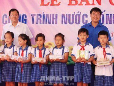 Пионеры и пионерские галстуки во Вьетнаме