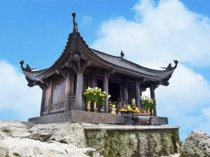 Почему крыши буддийских пагод загнуты вверх