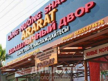 Русские вывески и меню кафе в Муйне и Нячанге