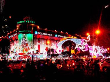 Сайгон украшен к Рождеству. Вьетнам