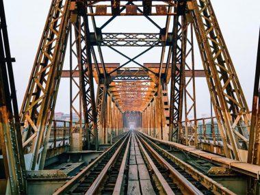 Старый мост Лонгбьен в Ханое