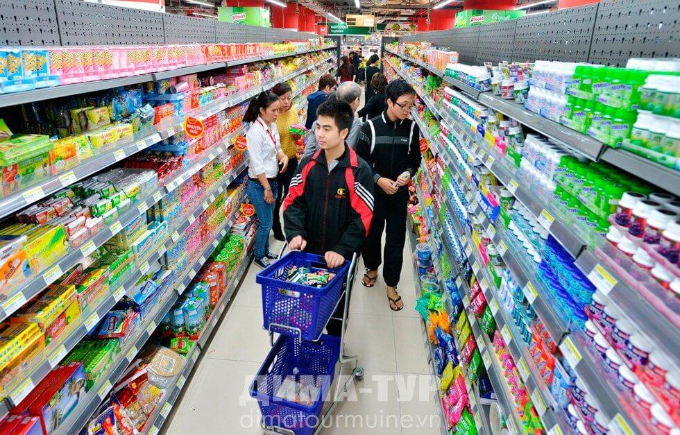 Супермаркет в городе Фантьет, Нячанг, Вьетнам