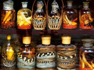 Сувениры из Вьетнама: Настойка со змеей