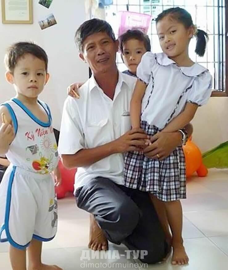 Вьетнамец, спасающий детей