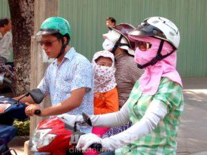 Белая кожа - стандарт красоты вьетнамских женщин (прячутся от солнца)
